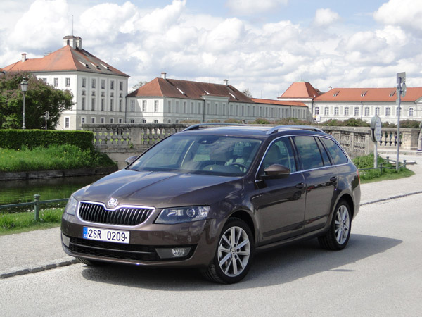 autotest skoda octavia combi 1 4 tsi elegance businessline. Black Bedroom Furniture Sets. Home Design Ideas