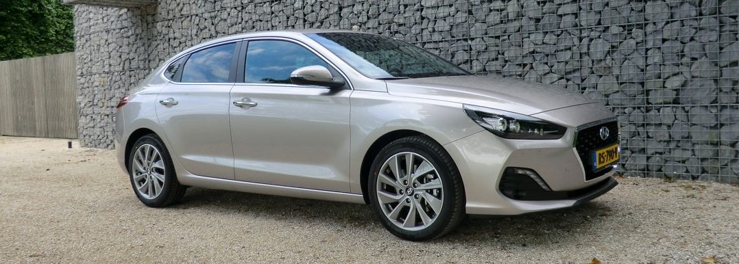 Autotest Hyundai i30 Fastback, voor de gewone excentriekeling Driving-Dutchman
