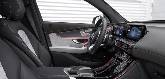 Mercedes-Benz introduceert z'n eerste volledig elektrische SUV EQC Driving-Dutchman