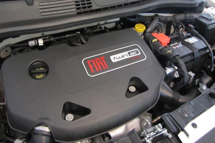 Fiat 500 TwinAir loopt op één cilinder door achterstallig onderhoud Driving-Dutchman