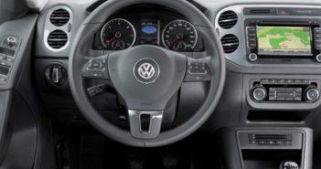 Universele radio stoort databus informatie van Volkswagen Tiguan Driving-Dutchman